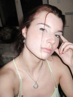 Рыжая девушка разделась (20 фото) - порно фото