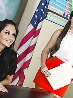 Ученица лижет пизду учительнице (15 фото) - порно фото